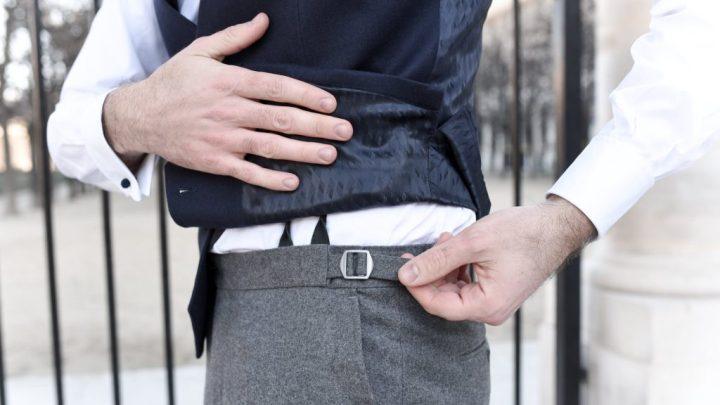 patte-serrage-pantalon-1024x576